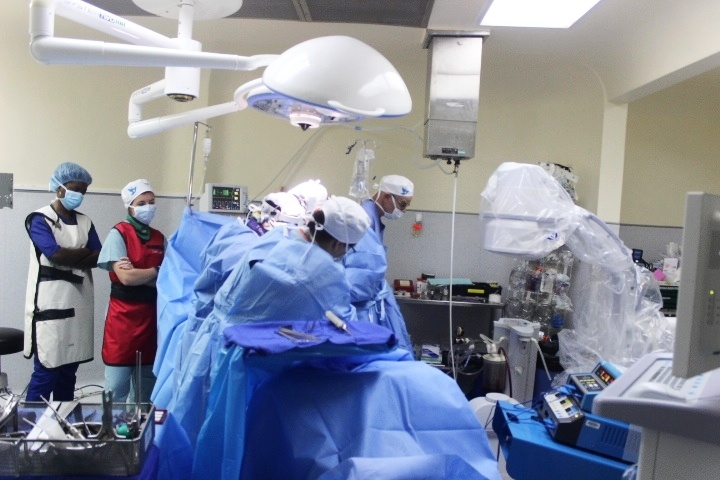 Trinity students observe spinal procedure with WPP